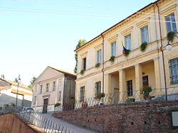 Ricaldone - Il Municipio e il Teatro Umberto I.JPG