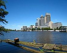 River Amstel in Amsterdam near Omval.jpg