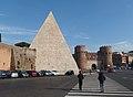Roma, Piramide di Caio Cestio a Porta San Paolo (2).jpg