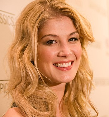 English: Rosamund Pike at the red carpet New Y...