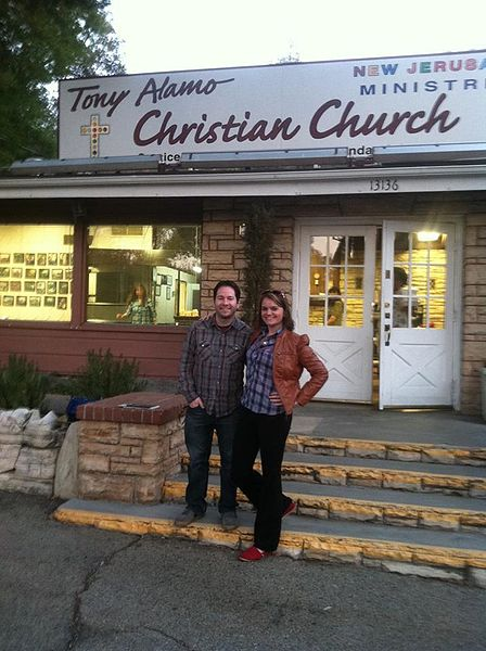 File:Ross and Carrie in front of Tony Alamo Christian Ministries.jpg