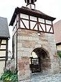 Rosstal-Torturm im Norden (verändert) über Kirchhof-28052012.JPG