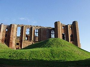 Kenilworth Castle - The architectural symmetry of the Strong Tower on the left, the great hall and the Saintlowe Tower on the right, viewed from the left-hand court