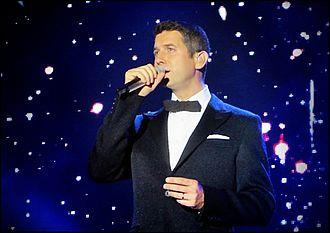 Sébastien Izambard - Image: Sébastien Izambard en concierto 2014 3