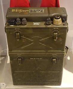 SCR-300 battery-powered FM voice receiver transmitter, Motorola, 1940 - National Electronics Museum - DSC00176.JPG