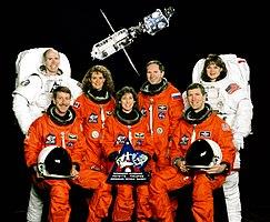 v.l.n.r. vorne: Kent Rominger, Ellen Ochoa, Rick Husband; hinten: Daniel Barry, Julie Payette, Waleri Tokarew, Tamara Jernigan