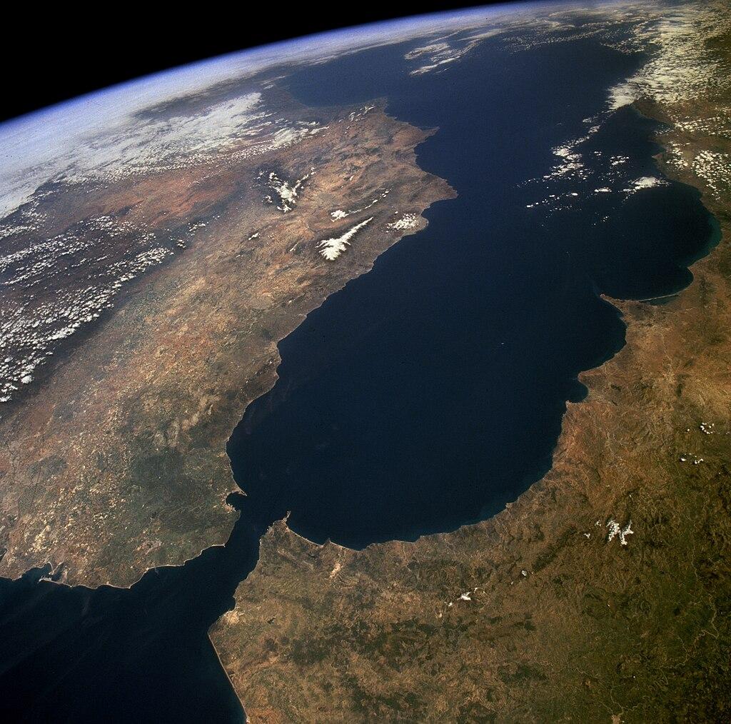 Satellitenaufnahme (links: Spanien, rechts: Marokko)