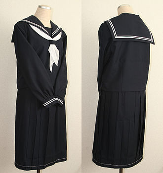Japanese school uniform - A winter sailor fuku (sailor outfit) with long sleeves on a mannequin.