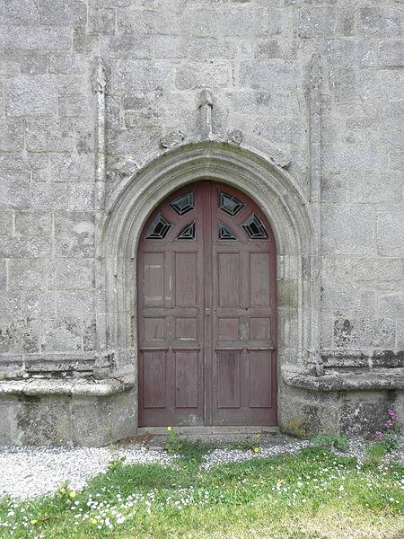 Chapelle Saint-Adrien en Saint-Barthélémy (56). Porte de la façade occidentale.
