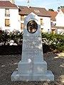 Sarcelles - Monument a la memoire du Docteur Galvany.jpg