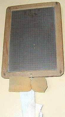 Schultafel mit kreide und schwamm  Schreibtafel – Wikipedia