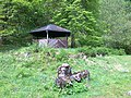Schutzhütte im Siebertal, hinter der Hütte beginnt der Weg zur Schlosser Kappe - panoramio.jpg