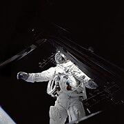 Schweickart spacer kosmiczny GPN-2000-001108