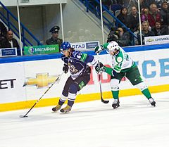 Sergei Plotnikov and Petr Schastlivy 2011-09-23 Amur—Salavat KHL-game.jpeg