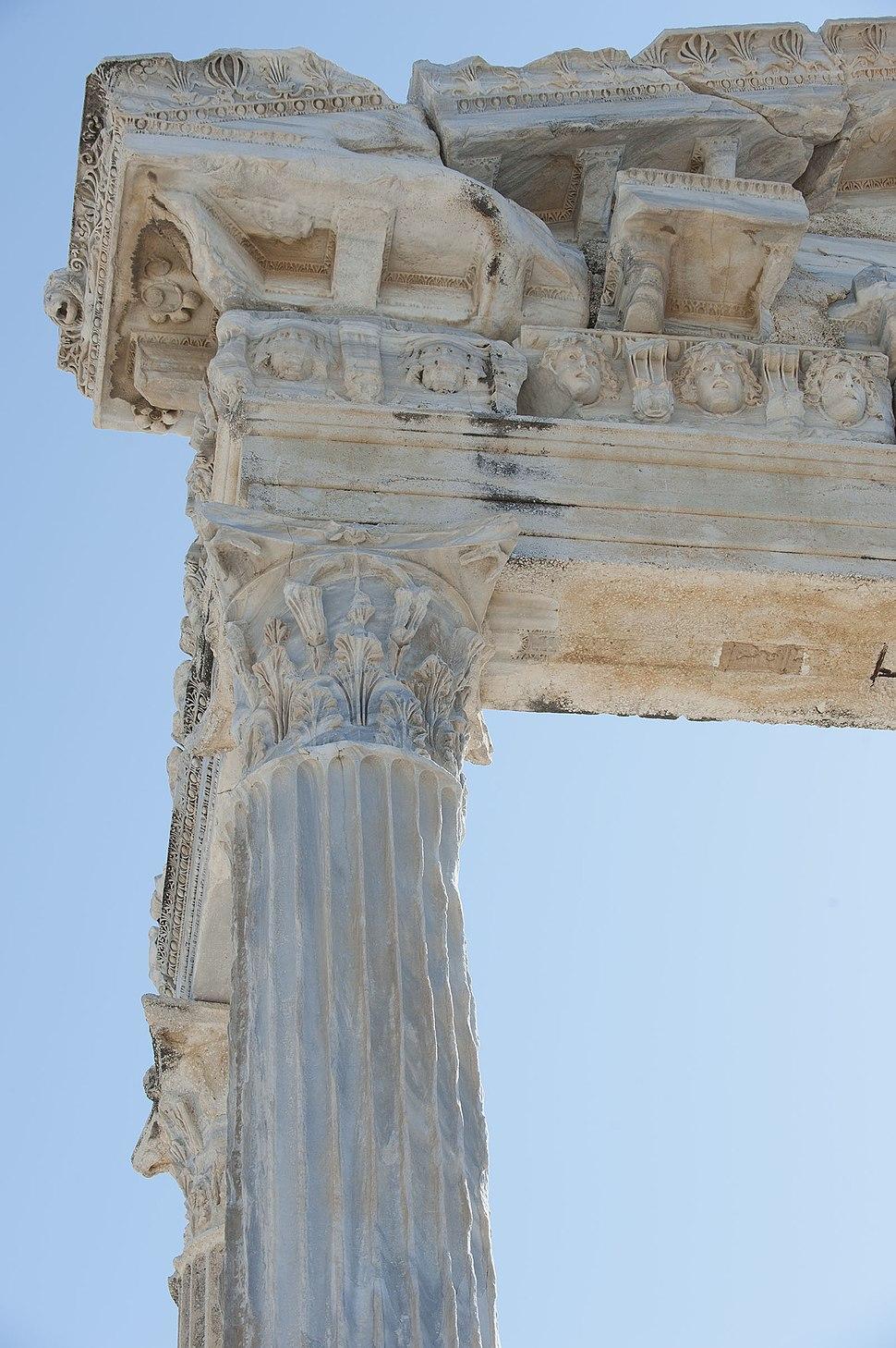 Side Apollo temple 4346