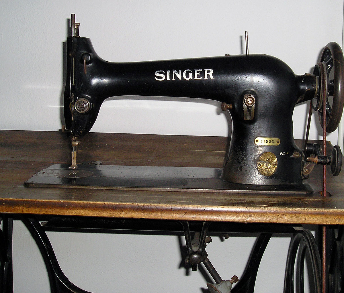 sewing machine simple english wikipedia the free. Black Bedroom Furniture Sets. Home Design Ideas