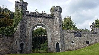 Francis Johnston (architect) - Image: Slane Castle East Gate by Francis Johnston Full view of plaque