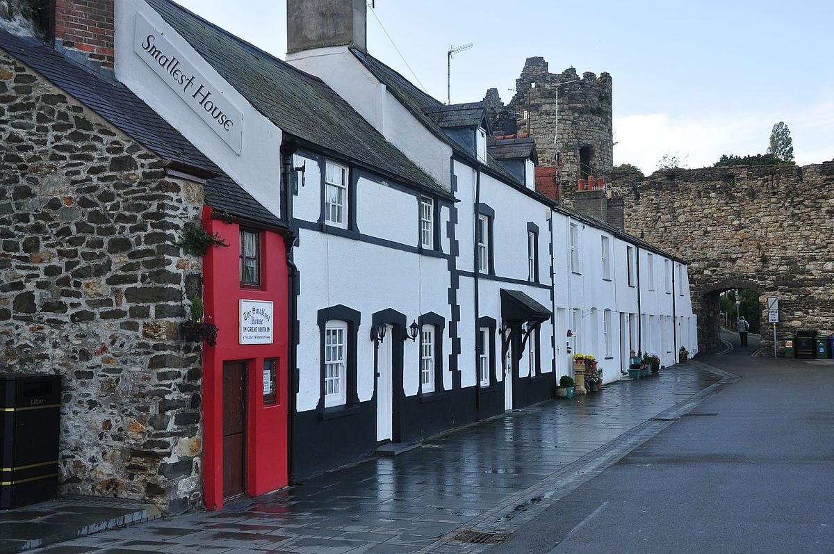 Smallest House in Great Britain, Conwy (8035).jpg