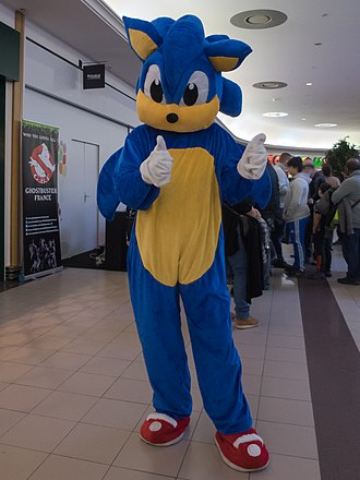 Sonic the Hedgehog (character) - A cosplayer of Sonic in 2018