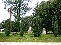 Stelle mennonickie na terenie kościoła w Sobieszewie.JPG