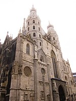 Stephansdom (11885119764).jpg