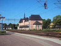 Begge sider på stationsbygningen i Storvik.