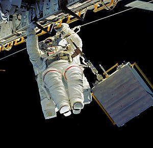 STS-76 - Astronaut Linda Godwin translates along the longeron of Atlantis' cargo bay starboard side during EVA1.