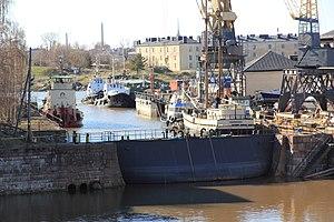 Suomenlinnan telakan pieni allas 2.JPG