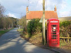 Telephone box, West Knoyle - geograph.org.uk - 1145254.jpg