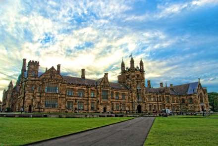 The Main Quadrangle in its complete form as seen today The Main Quadrangle of the University of Sydney.png