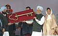 The Prime Minister Dr. Manmohan Singh handing over the key of Gobindgarh Fort to the Punjab Chief Minister, Capt. Amarinder Singh, in Amritsar, Punjab on December 20, 2006.jpg