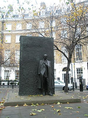 Great Cumberland Place - Statue of Wallenberg
