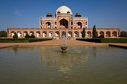 The main fountain in the Char Bagh, Humayuns tomb.jpg