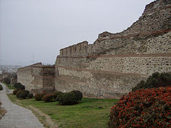 Thessaloniki - byzantine city walls.jpg