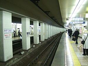 Tsukiji Station - The platforms, May 2008