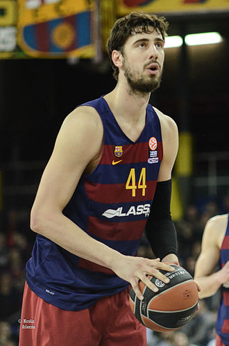 Ante Tomić (basketball) - Tomić during a free throw with Barcelona, in 2016.