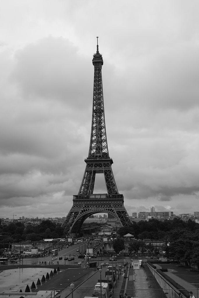 File:Tour eiffel noir et blanc 2.JPG - Wikimedia Commons