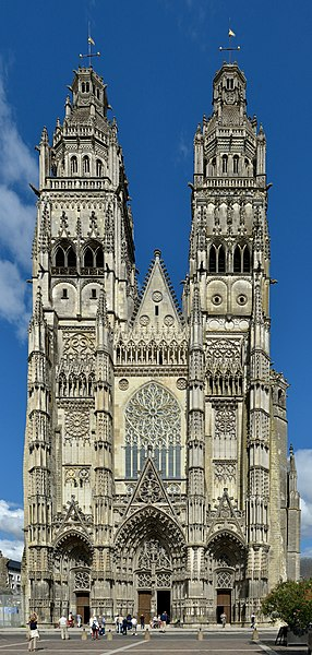File:Tours Cathedral facade.jpg
