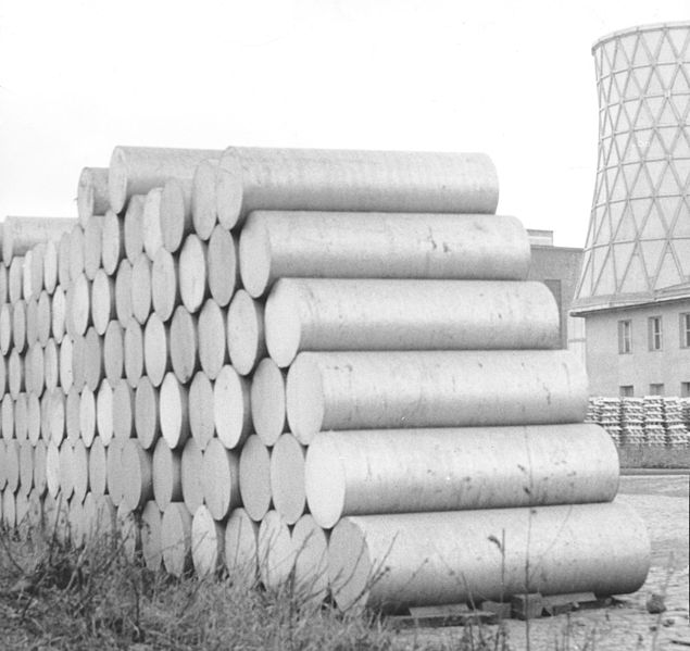 Datei:Tovarna glinice in aluminija Kidričevo - kupi aluminija 1968.jpg