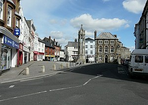 Launceston, Cornwall - Image: Town Square geograph.org.uk 1286355