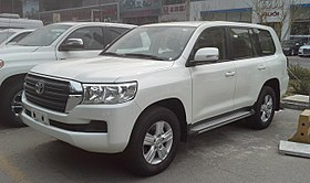 Toyota Land Cruiser J200 facelift II China 2017-03-30.jpg