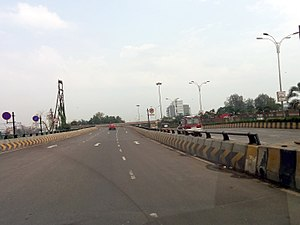 Turnaround (road) - Overpass for a U-turn on Thane–Belapur road in Greater Mumbai