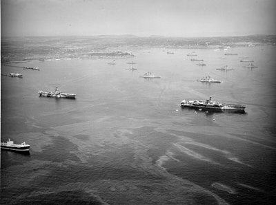 USS Saratoga (CV-60), USS Shangri-La (CV-38) and other US ships in Augusta Bay, Sicily, 1965.jpg