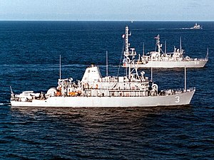 Sentry (MCM-3) and coastal minehunter Kingfisher (MHC-56), 16 March 2000.