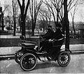 Ucal-Henri Dandurand et sa voiture De Dion-Bouton.jpg