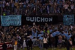 Jugadores uruguayos dando una vuelta olímpica.
