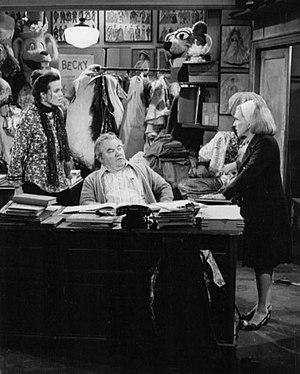 Kenneth McMillan (actor) - Valerie Harper, Kenneth McMillan, and Nancy Walker on TV's Rhoda (1977)