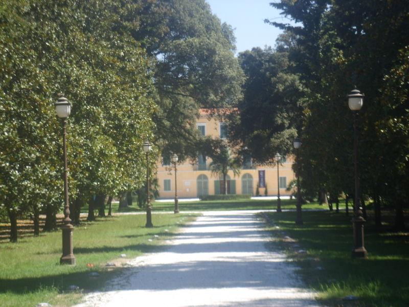 Archivo: Viareggio, Villa Borbone 1.JPG