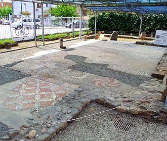 Tirana Mosaic - Image: Vila romake me mozaik