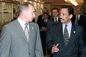 Brunei–Russia relations - President Vladimir Putin with Hassanal Bolkiah in Bandar Seri Begawan in 2000.